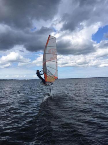 mos2-windsurfing-1